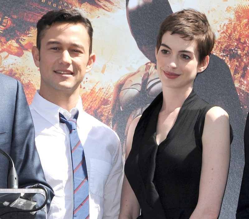 0812-Joseph Gordon-Levitt Doesn't Like Anne Hathaway-WENN
