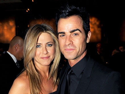 jennifer-aniston-engaged-0812