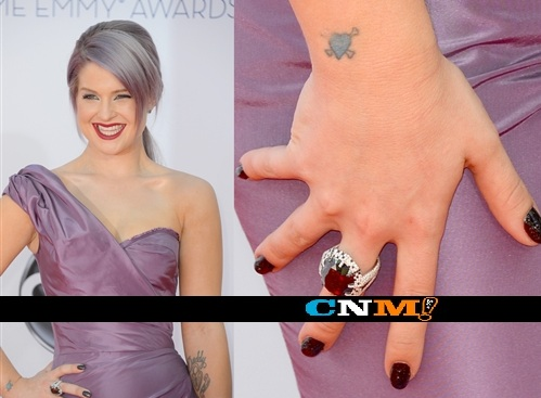 Kelly-Osbourne-black-diamond-manicure-928-2
