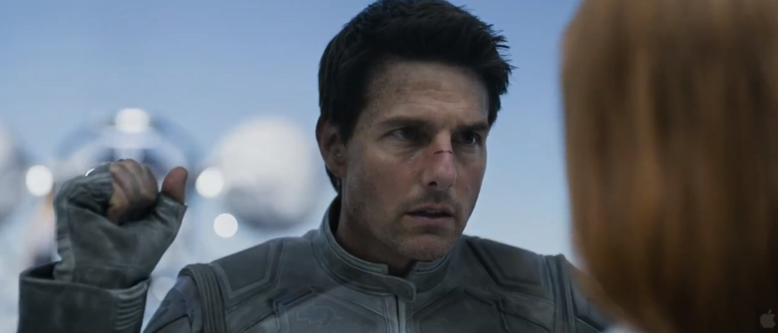 1209-Tom-Cruise-Oblvion-1