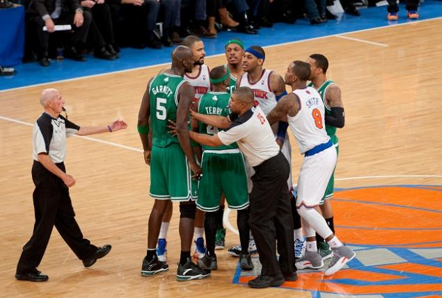 109-Carmelo-Kevin-Garnett-Locker-Room-Fight-Video-1