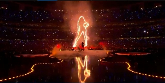 204-Beyonce-Halftime-Performance-At-The-Super-Bowl-XLVII-1