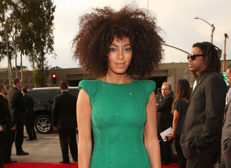 210-Grammy-red-carpet-Solange-knowles-8a