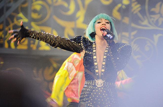 214-Lady Gaga-Needs Hip Surgery-1
