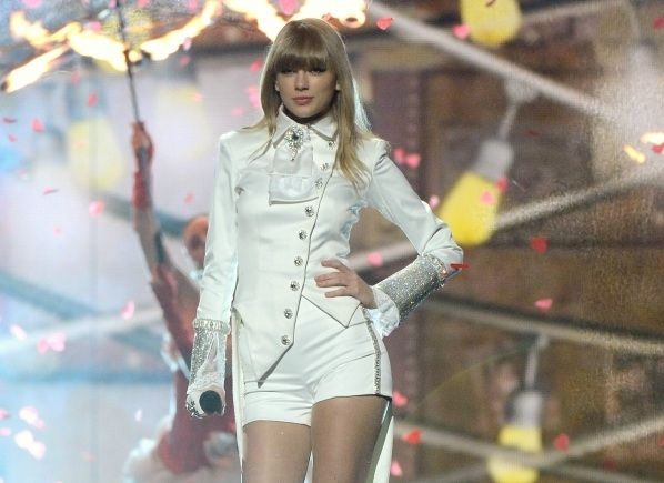 218-Taylor Swift Sued For $1.8 Million -1