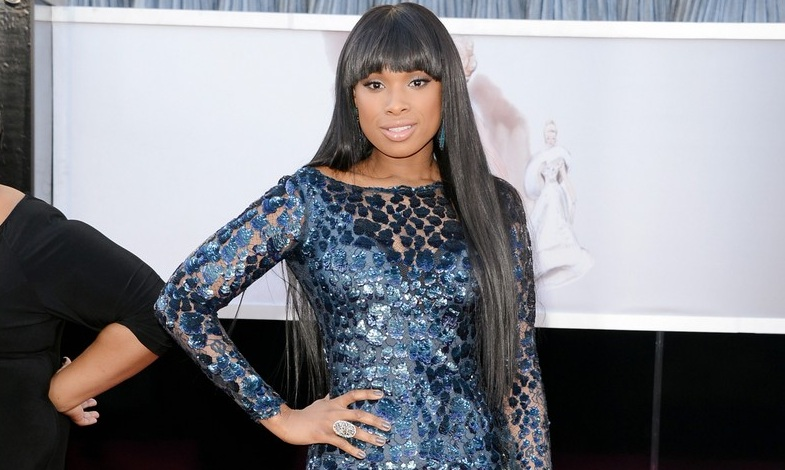 224-Jennifer-Hudson-30-Shades-of-Blue-on-Oscar-Carpet-2
