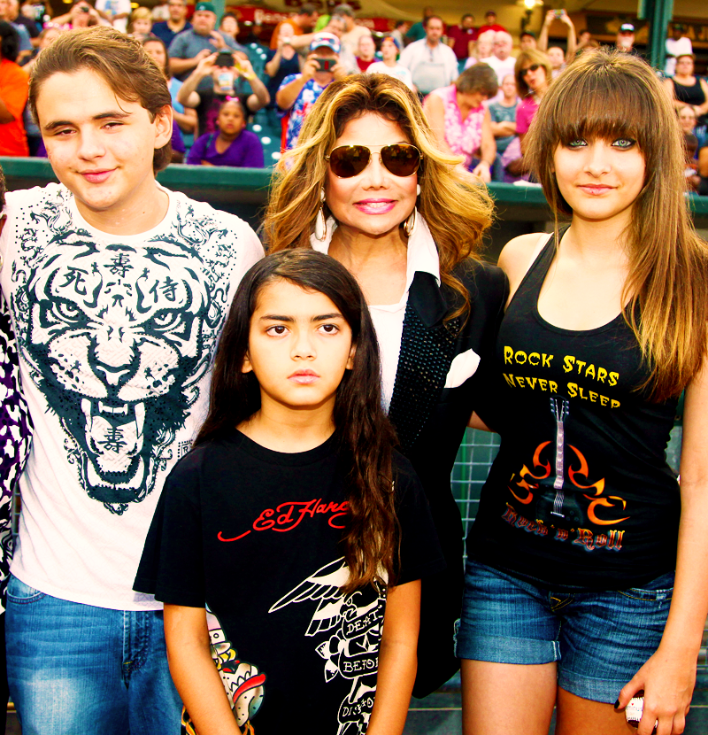 304-LaToya Jackson Shopping Reality Show About Michael's Kids-1