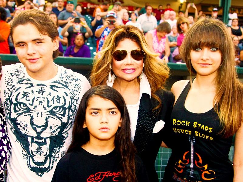 304-LaToya Jackson Shopping Reality Show About Michael's Kids-2
