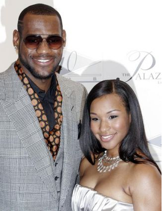 308-Lebron and Savannah Expecting New Baby-1