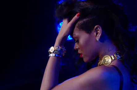 313-Rihanna Vocal Issues Forces More Cancelations-1