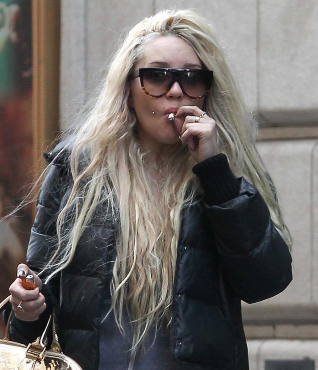 409-Amanda-Bynes-Smoking-Pot-1
