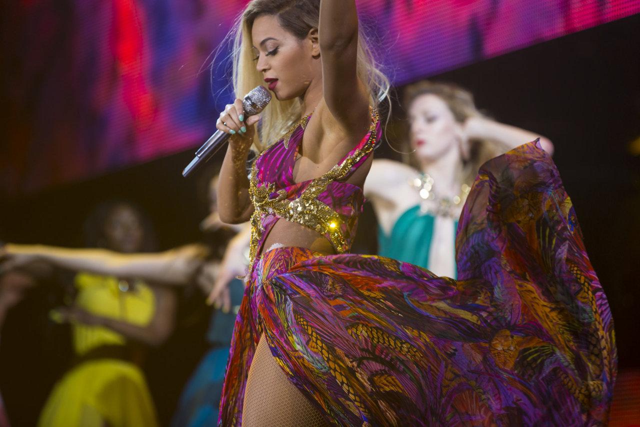Beyonce-floral-dress-610-1
