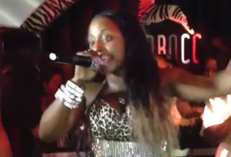 Foxy-Brown-Falls-On-Stage-630-1