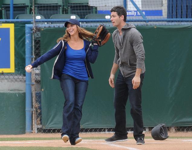 Jennifer Love Hewitt Expecting-604-1