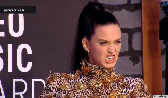 Katy Perry Gives Some Angelina Jolie on The VMA Red Carpet-825-2