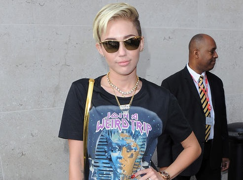 Miley Cyrus Gets More Ink-808-4
