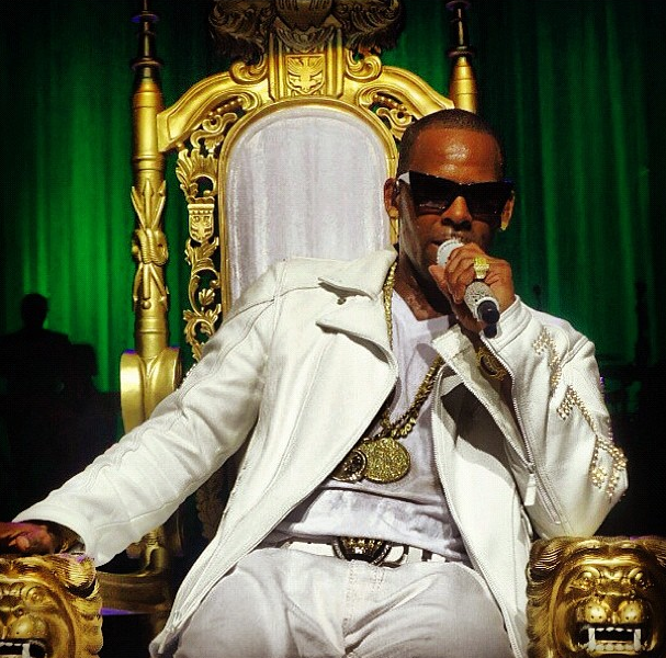 R. Kelly Brings Trapped in the Closet Chapter 34-806-1