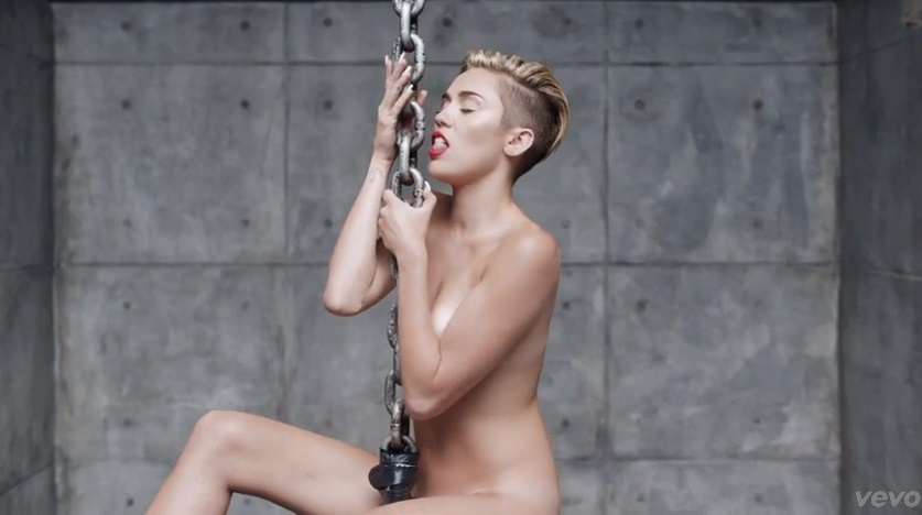 Miley-cyrus-wrecking-ball-909-2