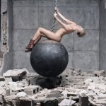 Miley-cyrus-wrecking-ball-909-4
