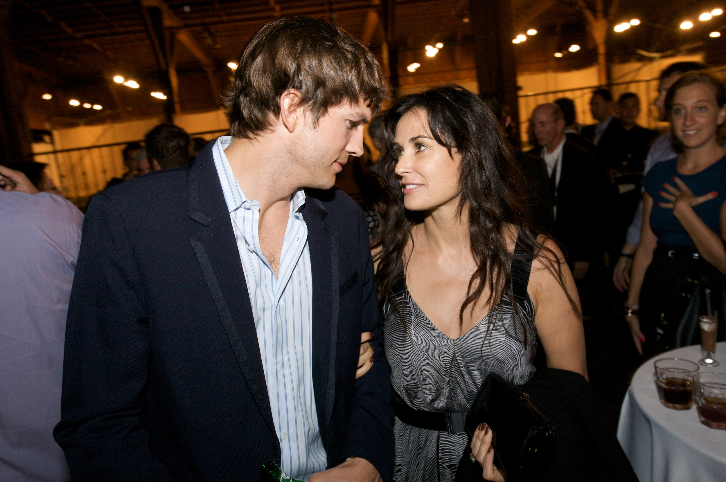 Ashton Kutcher and Demi Moore Finally Divorced-1031-1