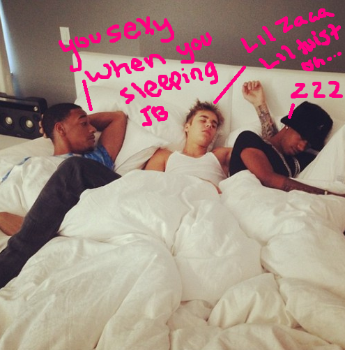 justin_beiber-lil-twist-in-bed-spooning-1030-2