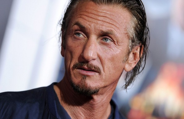 Sean Penn Goes Off on Fan-1120-1