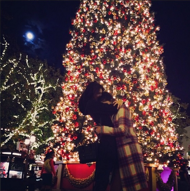 kendall-jenner-kylie-jenner-sister-love-christmas-tree-the-grove-jaden-smith-harry-styles-news-1217-1