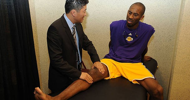 kobe-bryant-has-broken-bone-in-knee-news-sports-1219-1