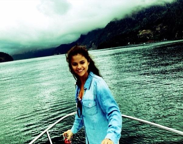 Selena-Gomez-breaks-her-silence-on-rehab-news-0211-1