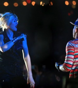 gwen-stefani-hollaback-girl-pharrell-williams-coachella-0419-1