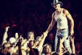 Tim-McGraw-slaps-fan-0717-3