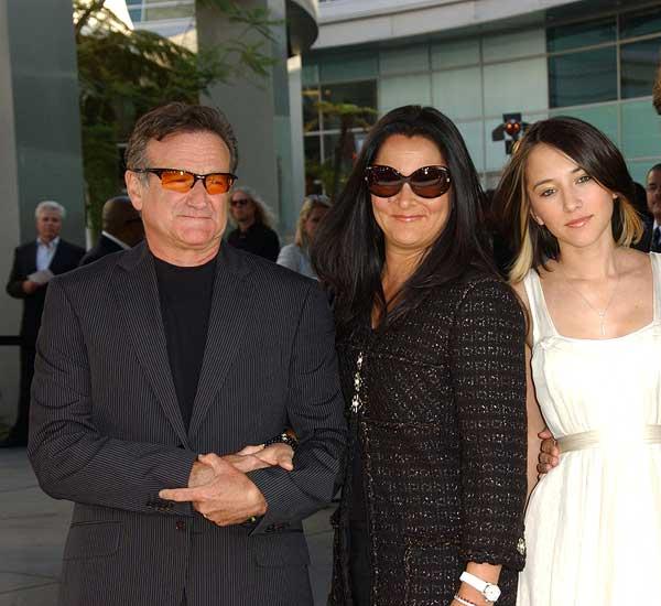 robin-williams-family-says-godbye-0814-1