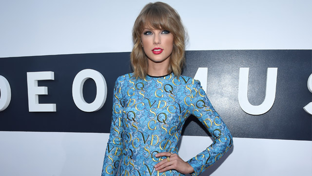 taylor_swift-joins-the-voice-0831-1