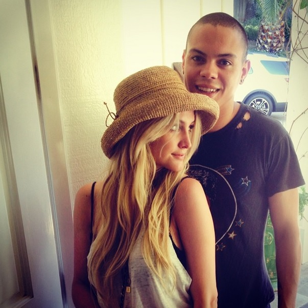 ashlee-simpson-and-evan-ross-officially-married-0901-1