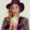 Beyonce-slurps-her-slurpie-from-7-11-1125-1
