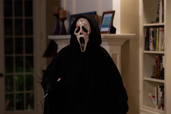 mtvs-scream-tv-series-changing-ghostface-mask-1115-1
