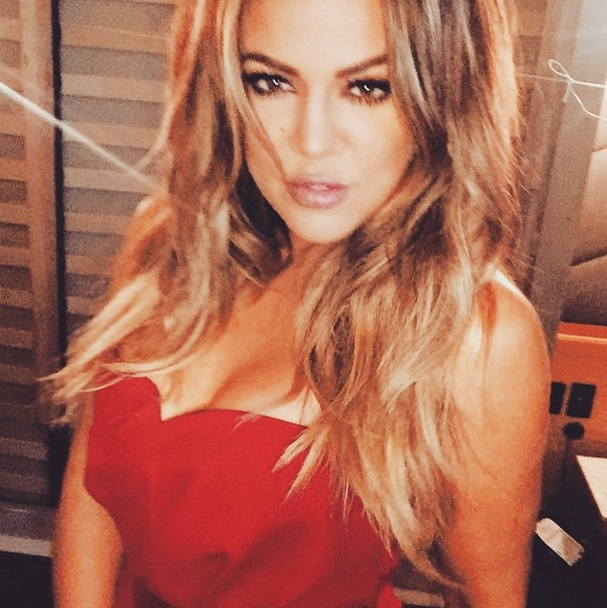 khloe-kardashian-selfie-oscars-red-carpet-0223-3
