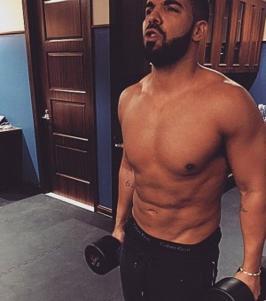 Drake-sexy-and-shirtless-0529-1