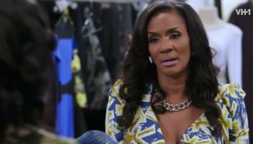 erica-checks-momma-dee-0505-1