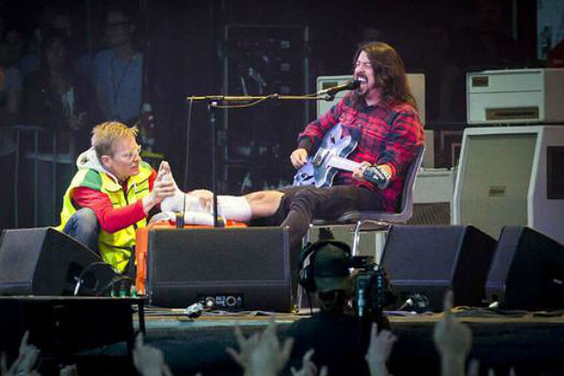 foo-fighters-cancel-tour-dates-after-dave-grohl-breaks-leg-0614-1