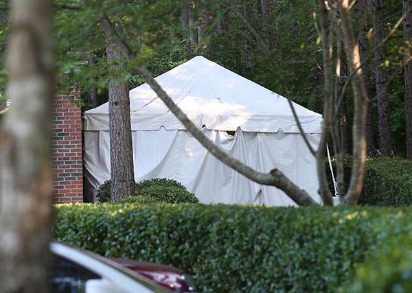 has-bobbi-kristina-passed-hearse-tent-arrives-07171