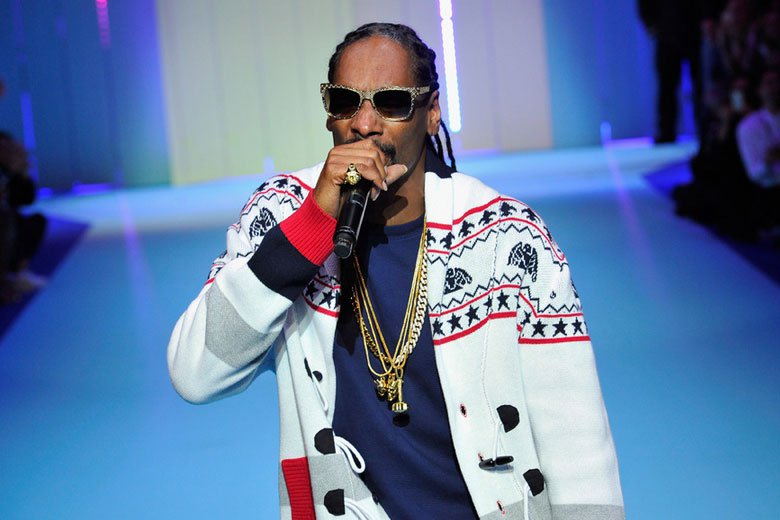 snoop-dogg-stopped-in-italy-airport-0801-1