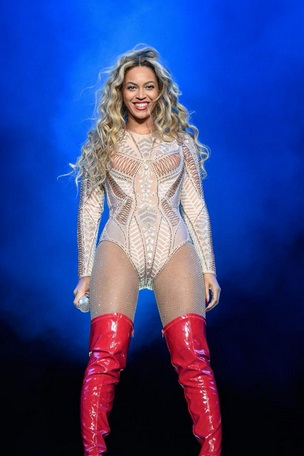 Beyonce-Stunts-At-Made-In-America-Philly-0905-3