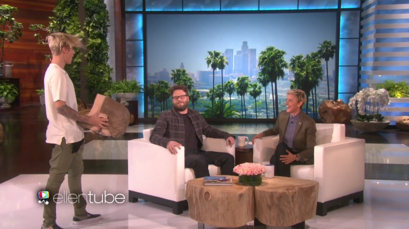 seth-rogen-faces-off-with-justin-bieber-1111-1