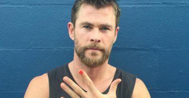 OMG...Chris Hemsworth Attacked By 'Wild Dog'