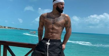 Drake Body Shamed Sculpted Abs; He Responds