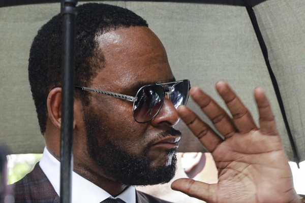 R. Kelly Trapped In A Jail Cell And He Wants Out