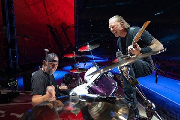 Metallica Tour Canceled James Hetfield Returns To Rehab
