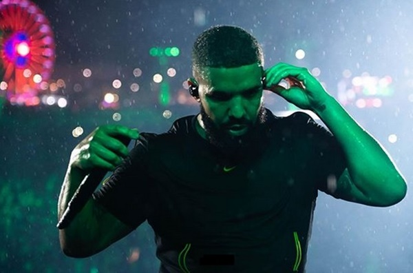 Rapper Drake Got BOOED Off The Stage