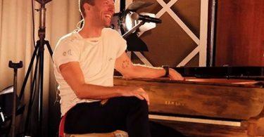 "Coldplay Frontman Chris Martin ""Worried"" He Was Gay"